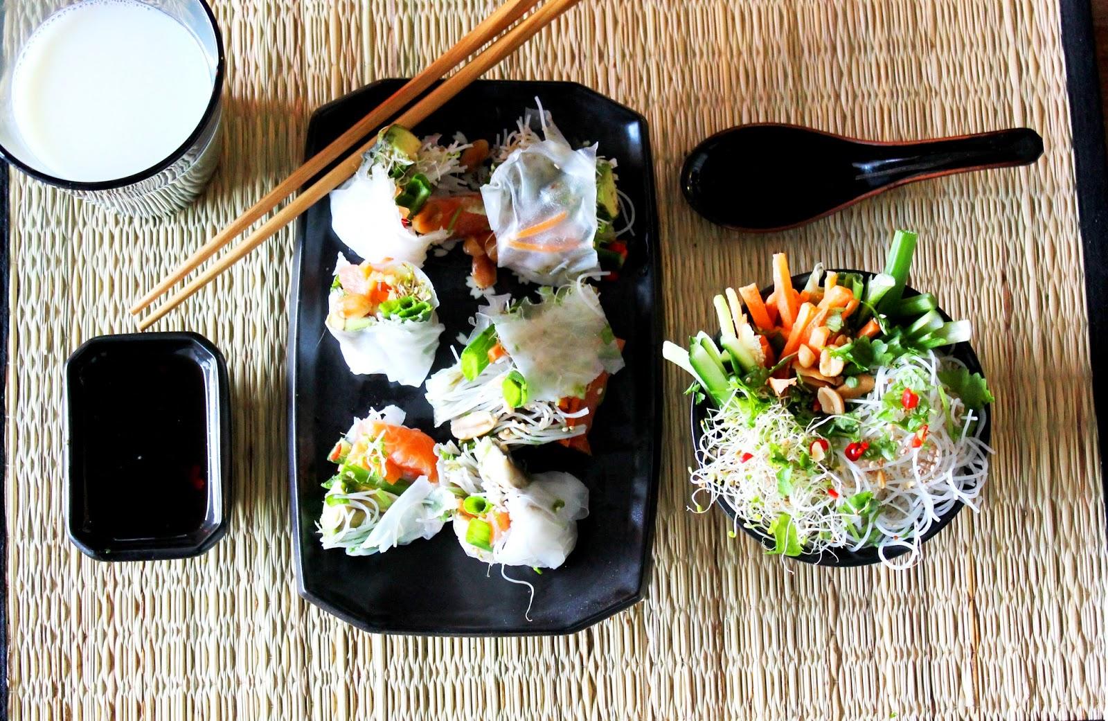 Ricepaper rolls and vermicelli noodle cup   Alinan kotona blog #eating #asianfood #springrolls