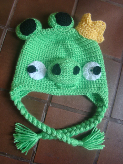 Crochet Hat Pattern Angry Bird : Crafts By Starlight: Angry Bird Hat - King Pig