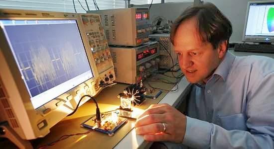 Li-fi: transmissão de dados por luz alcança 10 Gbit/s