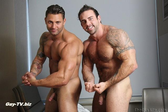 два накаченых парня гея