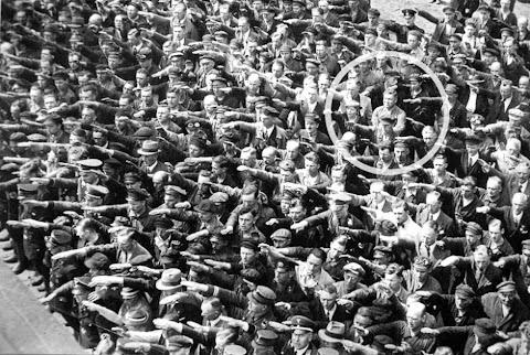 Gambar Menarik : Lelaki Yang Ingkar Untuk Tabik Hitler