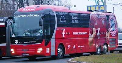 https://en.wikipedia.org/wiki/FC_Bayern_Munich#/media/File:Testspiel_gegen_FC_Bayern_M%C3%BCnchen_03.JPG