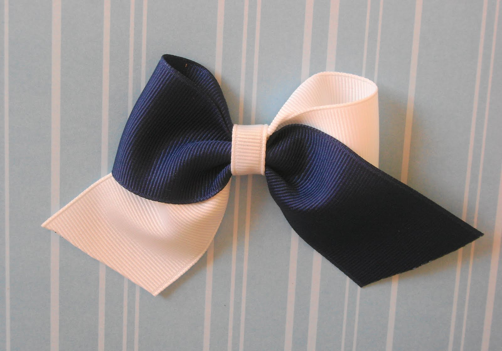 This Bow Is Super Cute And Fun To Make I Use 2 Colors Of Grossgrain Ribbon Fused Together Then Construct The Cheer Only 3 From Loop
