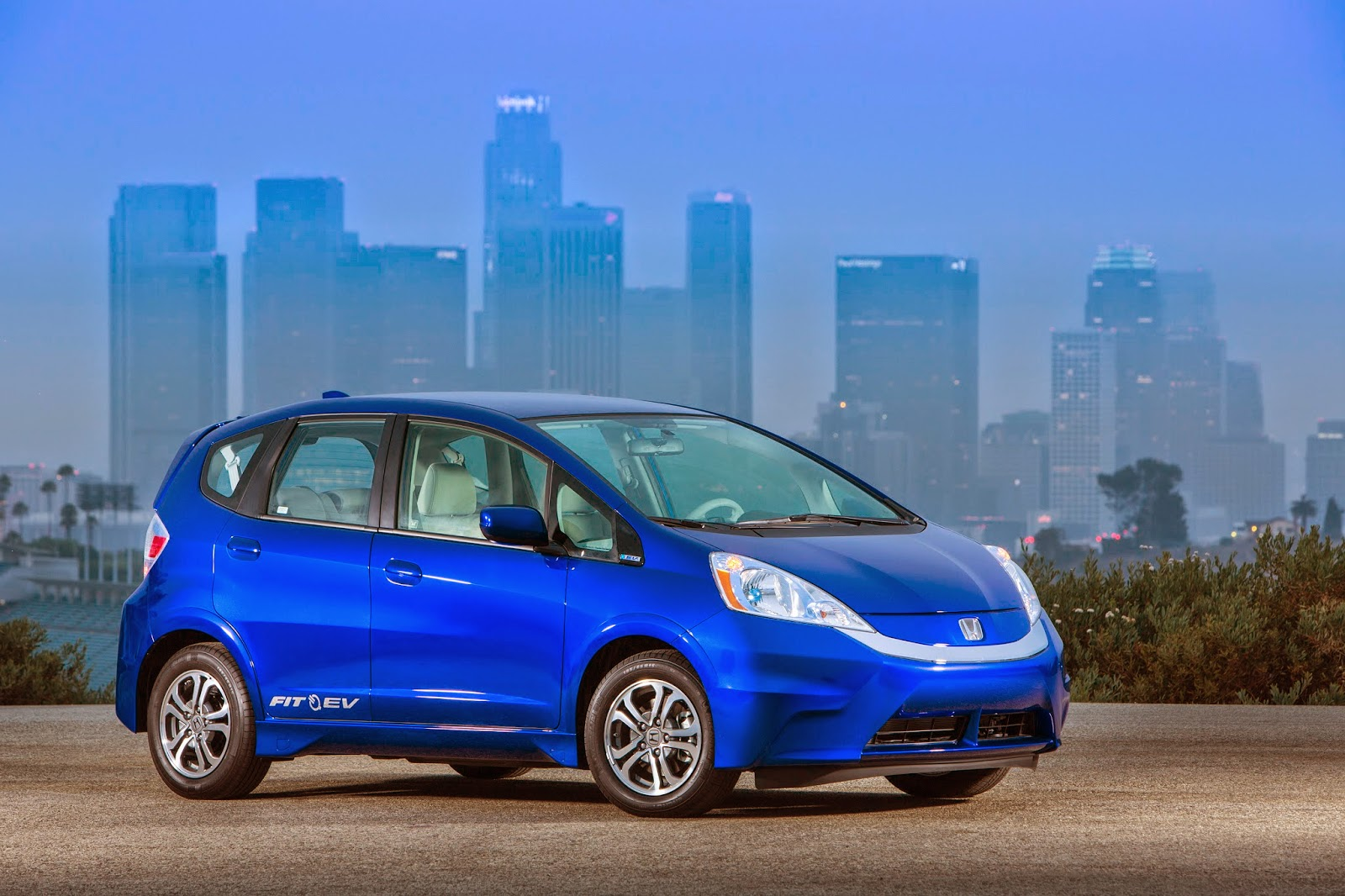 Front 3/4 view of the 2014 Honda Fit EV