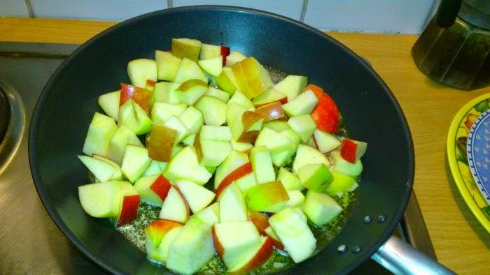 Cinnamon-Apple in a pan