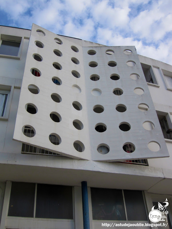 Royan - immeubles Rond-point de la gare - Îlots 83, 93N et 115 - Place docteur Gantier.  Architecte: Pierre Marmouget  Projet / Construction: 1946 - 1961
