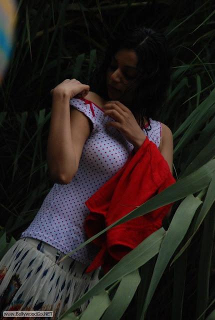 Maayai+Heroine+Sanam+Stills+(11)