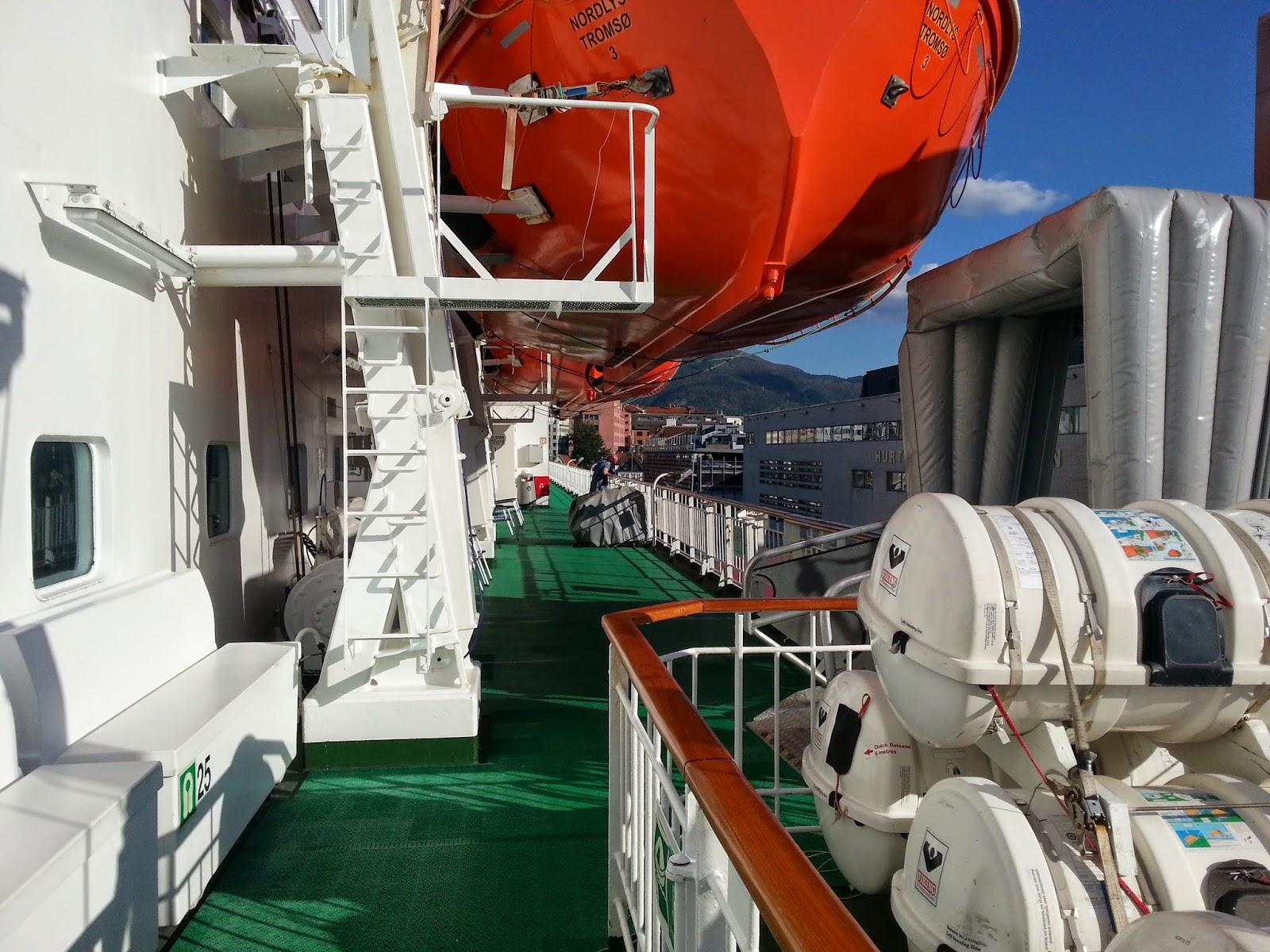 Hurtigruten MS Nordlys - Promenade Deck