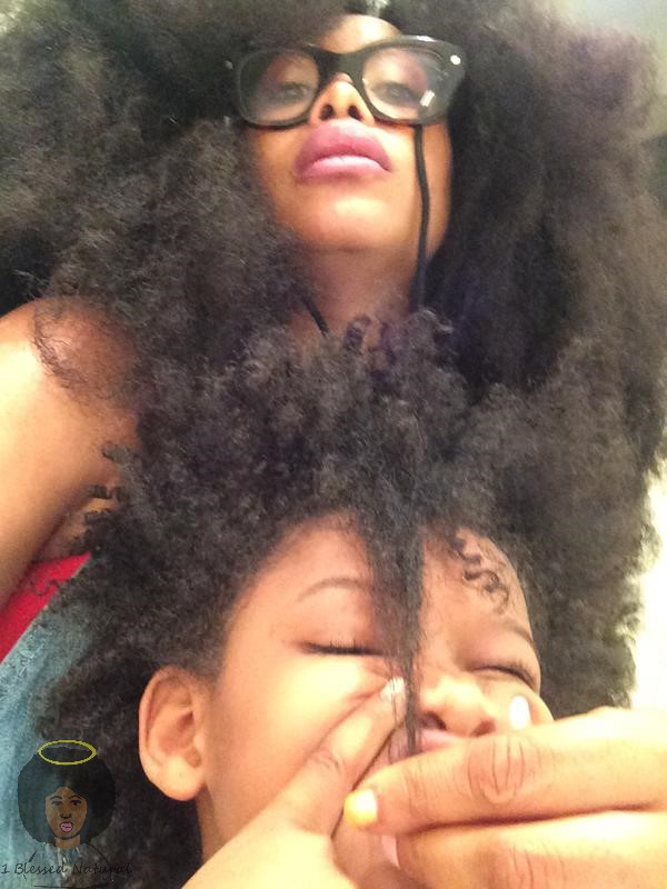 Erykah Badu Posts Pic Of Daughters Length Check For Mommywednesdays