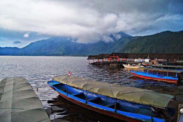 Vistas desde Kedisan al lago Batur