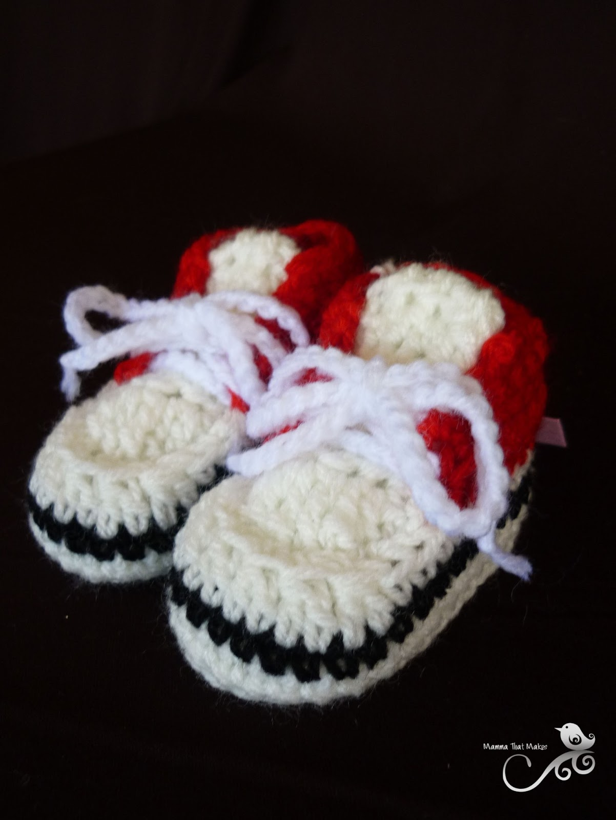 Free Crochet Pattern For Baby Tennis Shoes : Mamma That Makes: Crocheted Baby Sneakers - Free Pattern