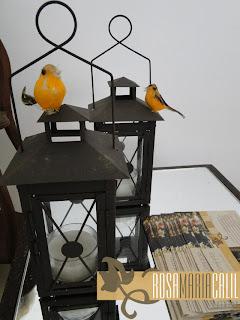 passarinhos, lampiões, velas, mesa de canto espelhada, decoração