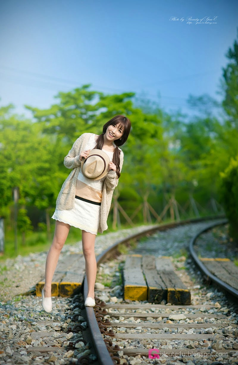 4 Lee Eun Hye - Tasteful On The Track & Trestle - very cute asian girl-girlcute4u.blogspot.com