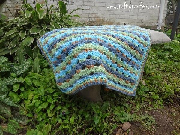 Free Crochet Pattern ~ Baby Blue Blanket http://www.niftynnifer.com/2014/08/free-crochet-pattern-baby-blue-blanket.html #Crochet #Crochetbaby #Crochetblanket