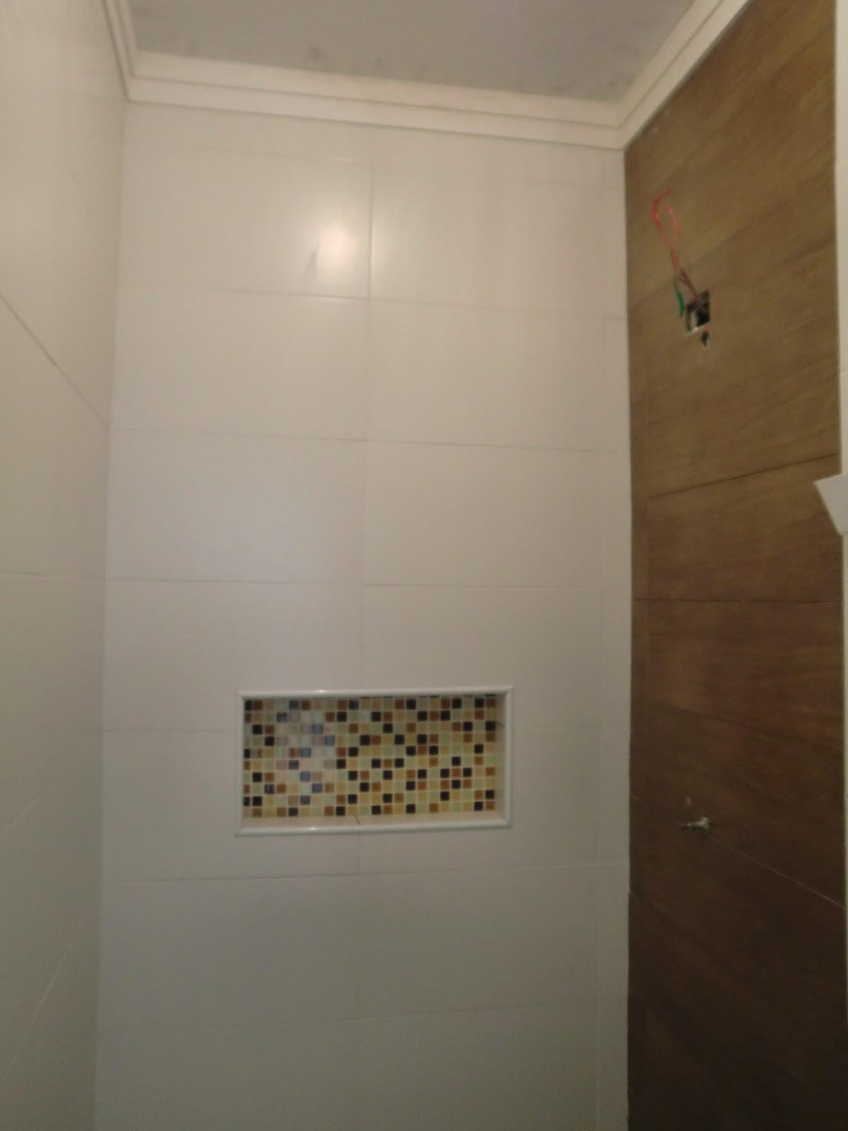 nicho de pastilhas de vidro dentro bo box do banheiro Casa e Reforma #644C2D 1200 1600