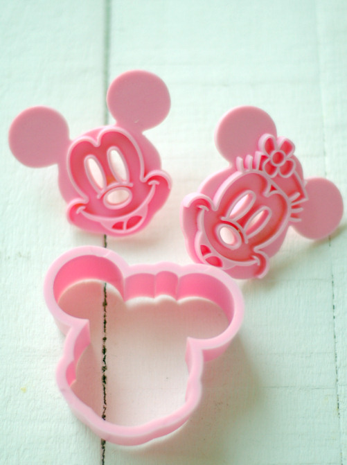 kessy 39 s pink sugar mickey mouse torte und ein give away. Black Bedroom Furniture Sets. Home Design Ideas