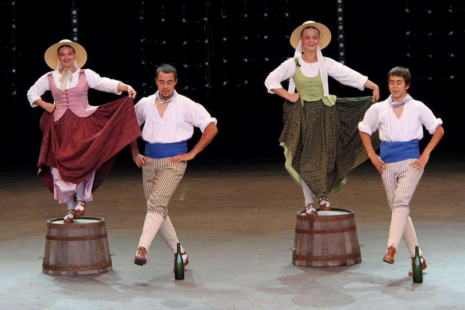 Cultura mejillones ballet folkl rico de francia en mejillones for Entrantes tipicos franceses