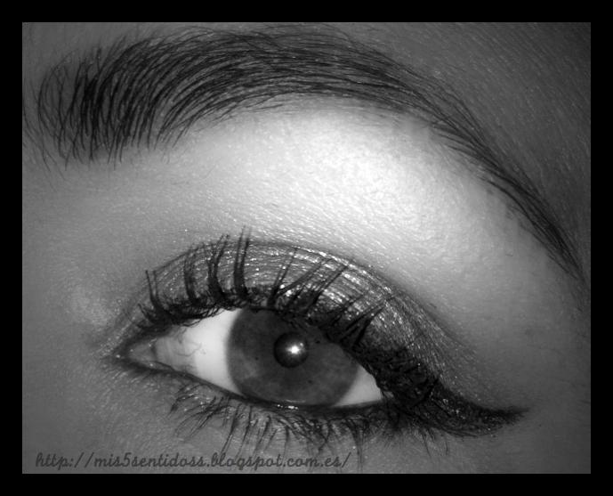 Look de ojos en tonos rojizos