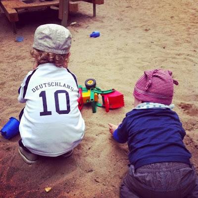 Kleinkinder in der Sandkiste