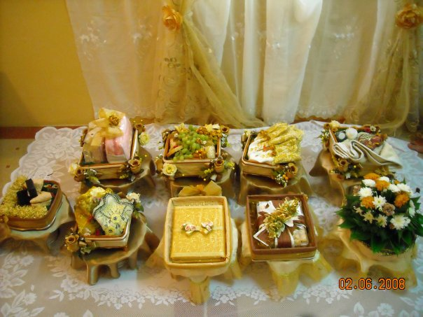 tema hantaran brown gold