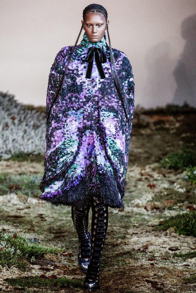 Alexander McQueen Paris Fashion Week Otoño Invierno 2014-2015 14