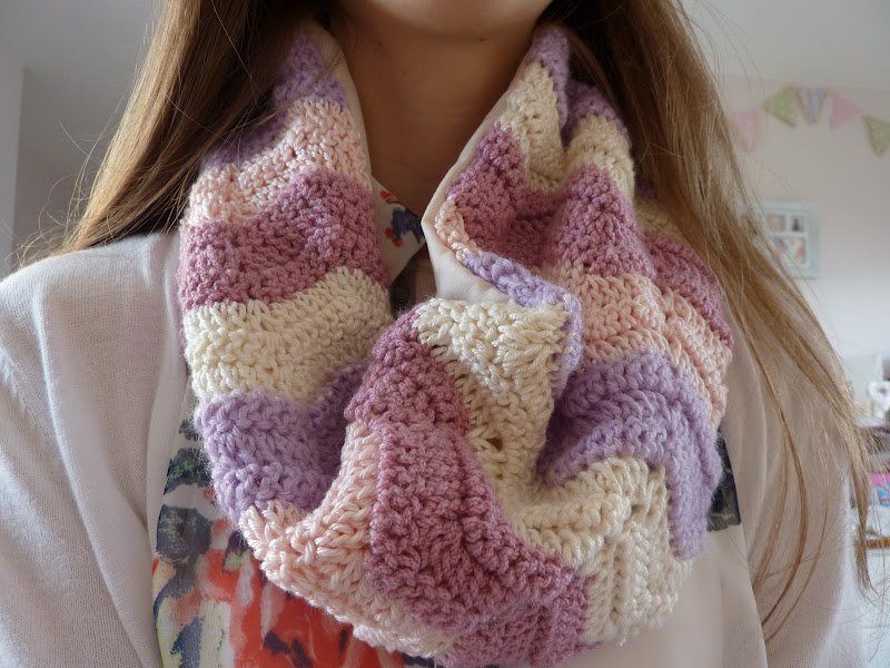 Crochet Infinity Scarf Free Tutorial : Handmade By Hannah: Crocheted Infinity Scarf Tutorial