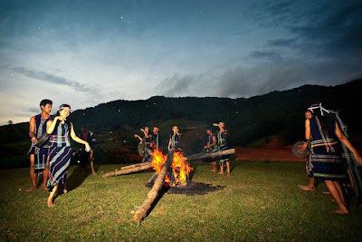 Cặp đôi dân tộc nguyên Lễ hội cồng chiêng