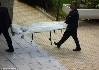 foto mujer decapitada en la camilla