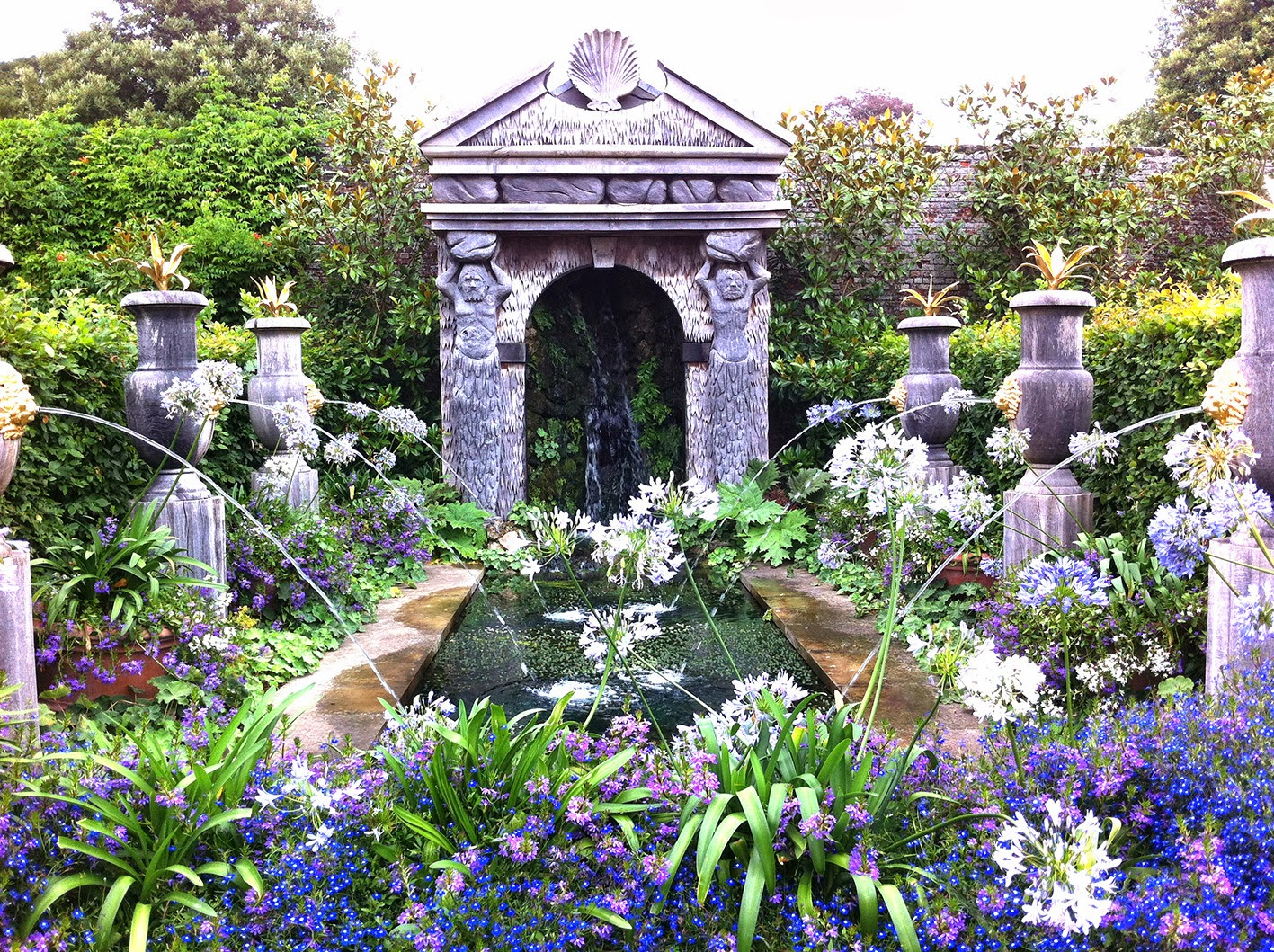 Sukie and friends: Arundel Castle gardens