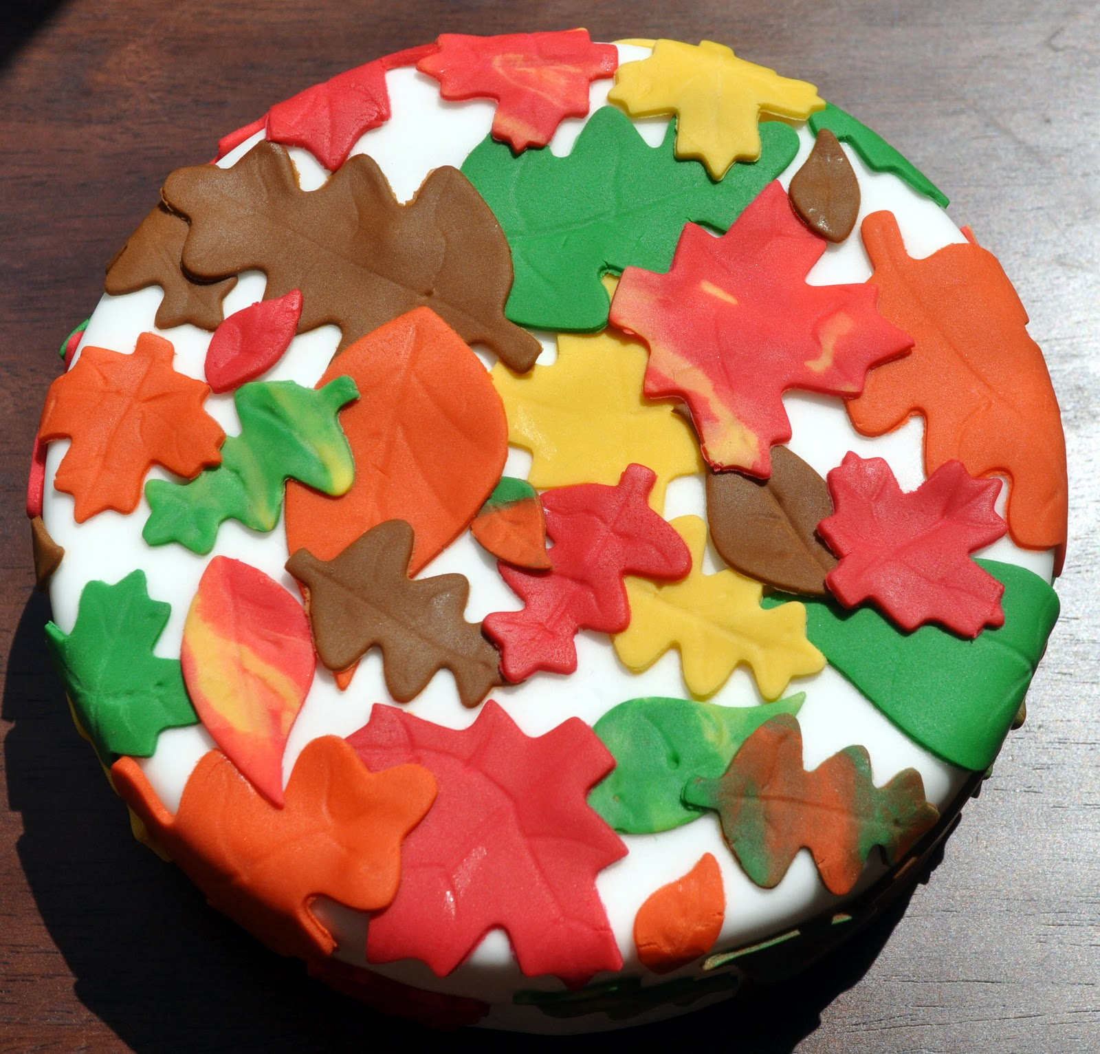 Cake Decorating Leaves : Beki Cook s Cake Blog: Fall Cake Decorating Classes -- Don ...