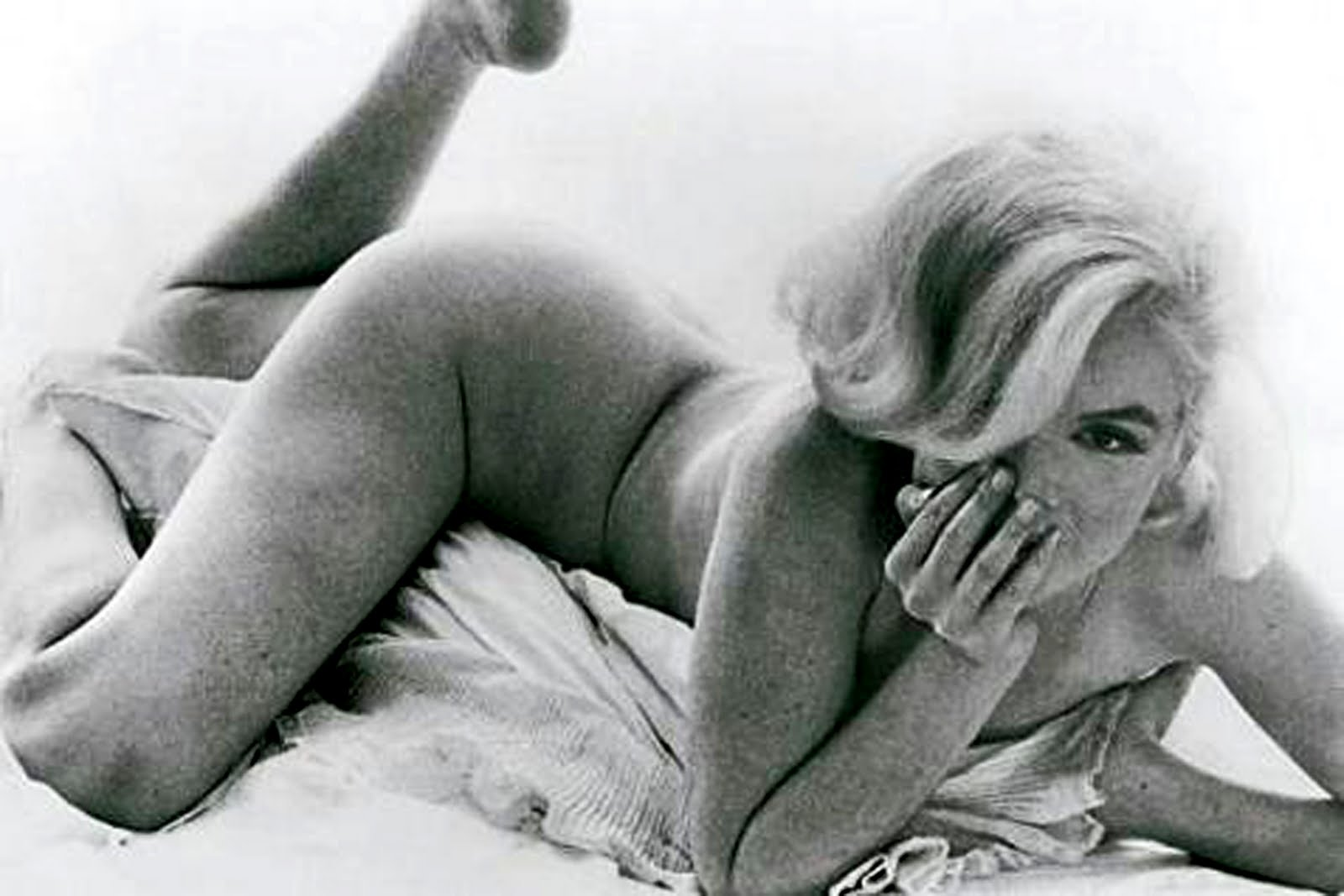 http://4.bp.blogspot.com/-wOc0VJZ5sBY/TeMRSQjLlOI/AAAAAAAAAw8/RevCBAg6en0/s1600/129_2843-marilyn-monroe-bert-stern.jpg