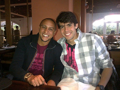 Roberto Carlos and Kaka at a restaurant