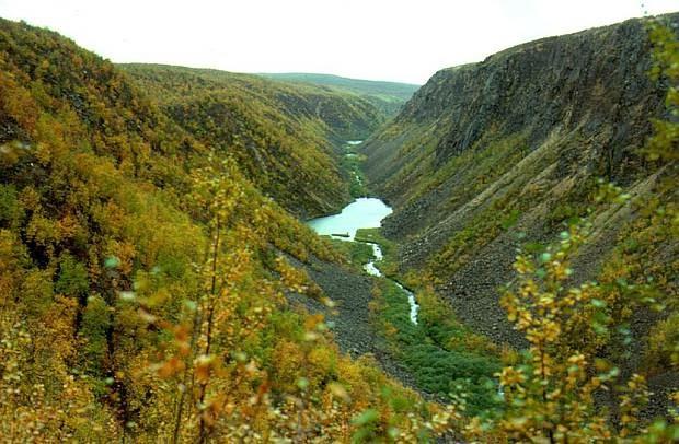 Etenkin ruskan aikana vaeltajat valloittavat sen 65 kilometriä pitkää  vaellusreittiä. Puiston helmi on kanjonimainen syvä rotkolaakso 82febe3a4c
