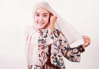 Cara Pakai hijab Segi Empat