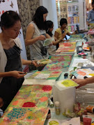 Enjoyed prepare the background of the canvas. The girls was mixing colors, .