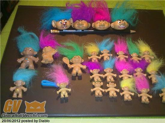 Pupazzetti con capelli lunghi colorati