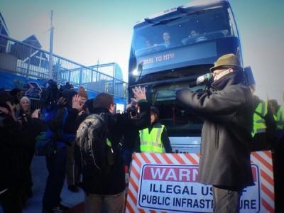 Demonstran Blokir Bis Google, Minta Tebusan USD $ 1 Milyar