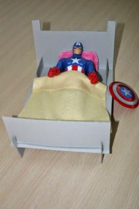 DIY manualitat llit cartó per nines