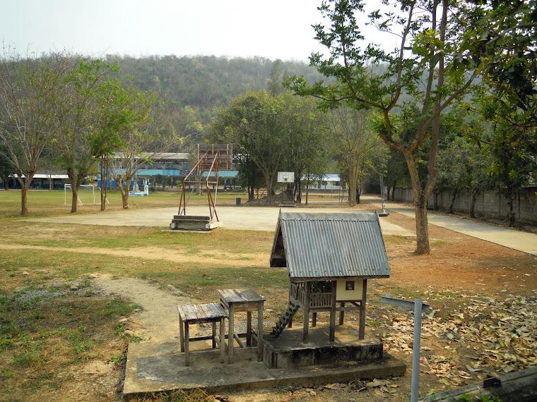 บรรยากาศของโรงเรียนบ้านทุ่งกระถิน  เดือนมิถุนายน 2555