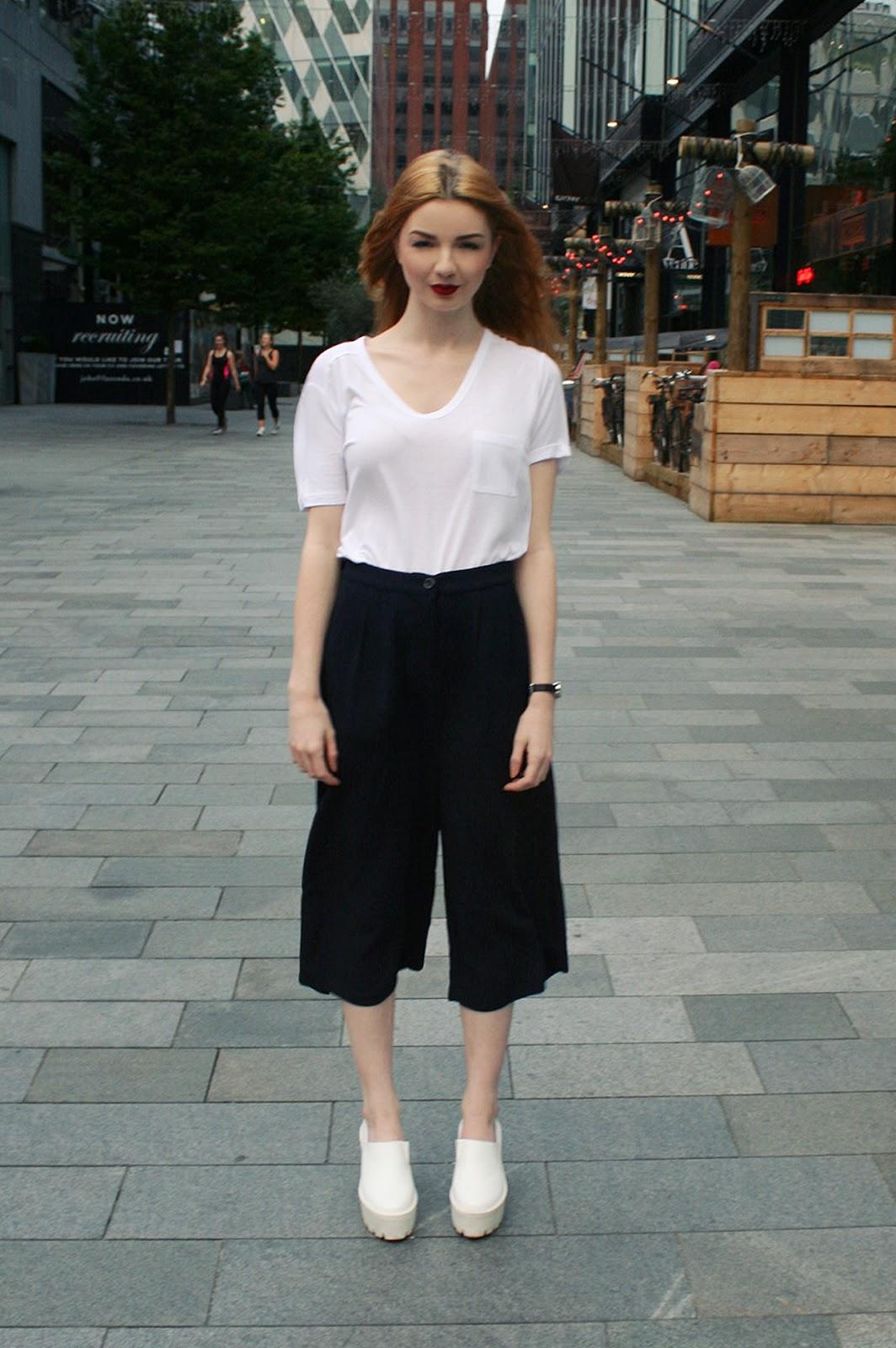 Black t shirt outfit tumblr - Facebook Bloglovin Instagram Twitter Lookbook Tumblr