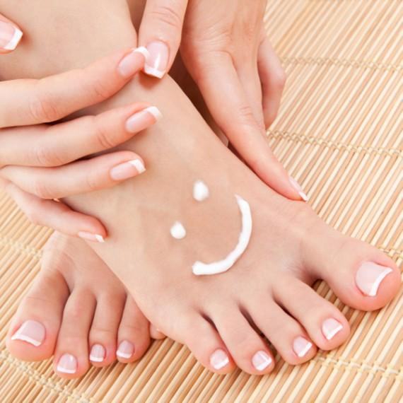 Mẹo khử mùi hôi chân và giày dép hiệu quả