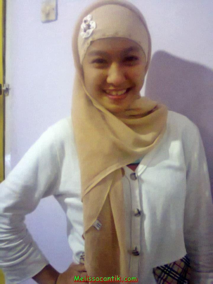 Foto Suporter Cewek Berjilbab Persib Bandung (Lady Viker)