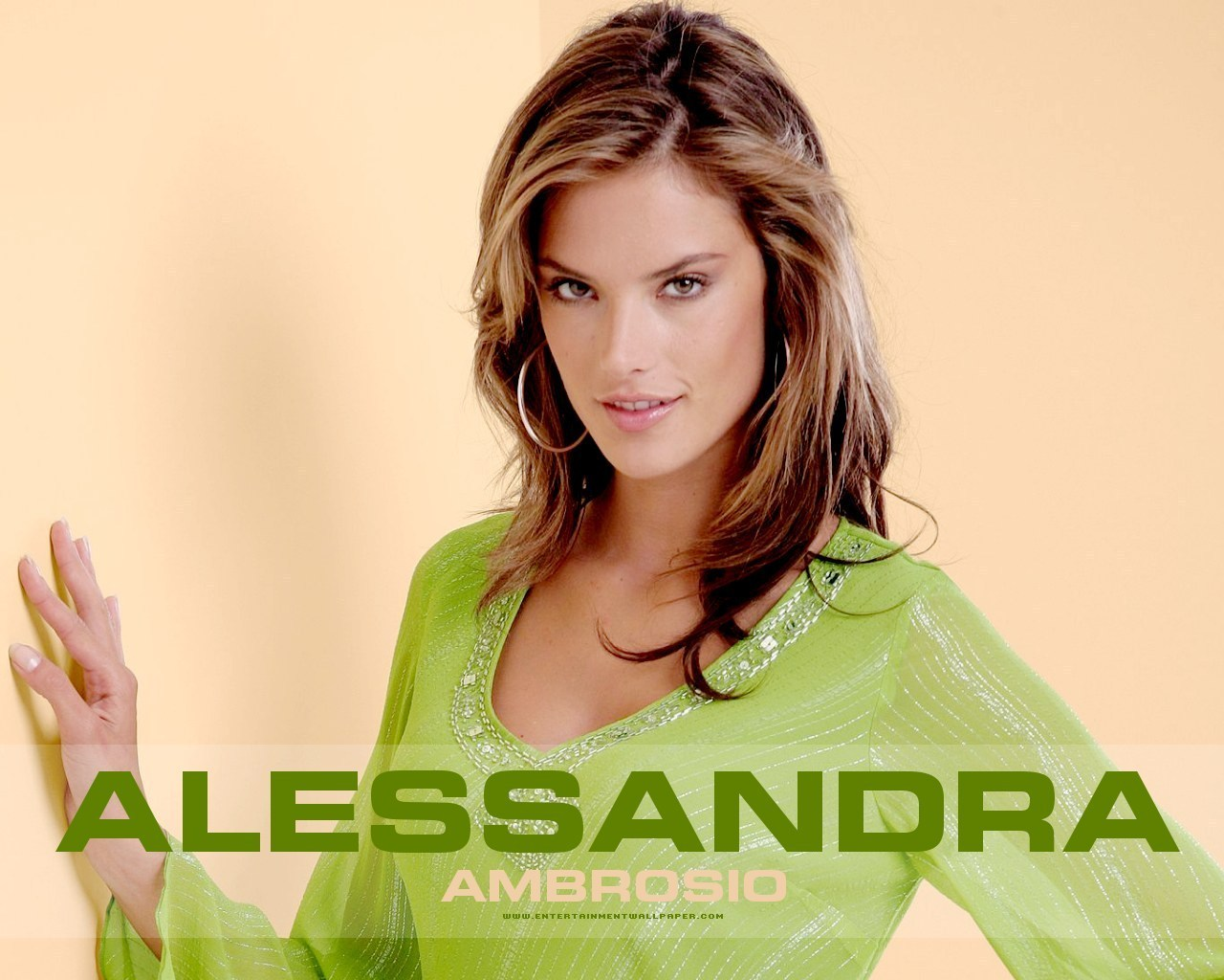 http://4.bp.blogspot.com/-wQ2szxtw_ys/Tw6CTSzOXRI/AAAAAAAACBU/1DmBEvl38Js/s1600/Alessandra-Ambrosio.jpg
