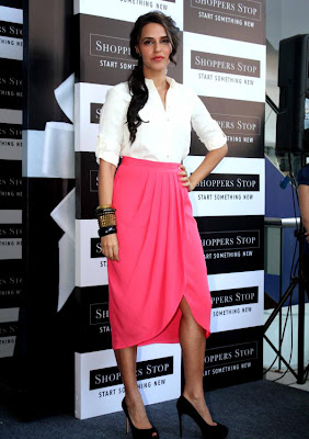 neha dhupia at shoppers stop gift card launch actress pics