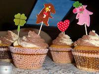 http://cecilecupcakecafe.blogspot.de/2013/12/black-white-cupcakes.html
