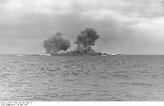 http://4.bp.blogspot.com/-wQNLVZf4s1I/TVTduFLlYAI/AAAAAAAAFRo/C5Y07Qyy1uk/s1600/Bundesarchiv_Bild_146-1984-055-13%252C_Schlachtschiff_Bismarck%252C_Seegefecht.jpg