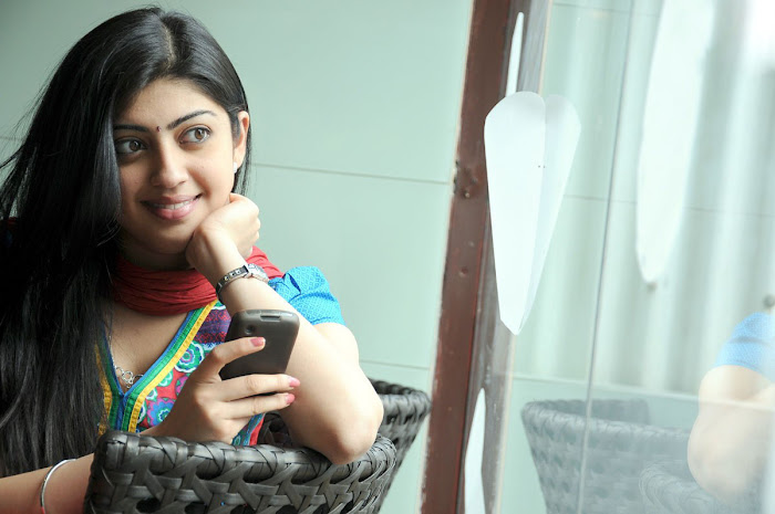 watch pranitha from udhayan movie actress pics