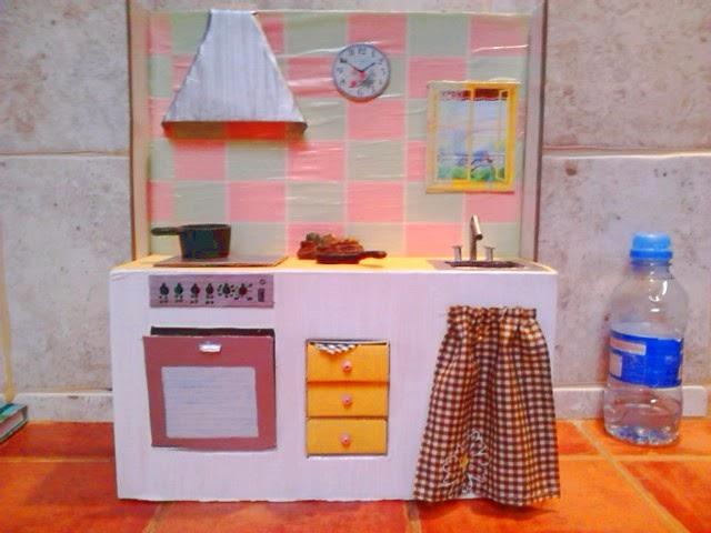 Els petits detalls c mo hice una cocina para mu ecas con for Cocina de carton