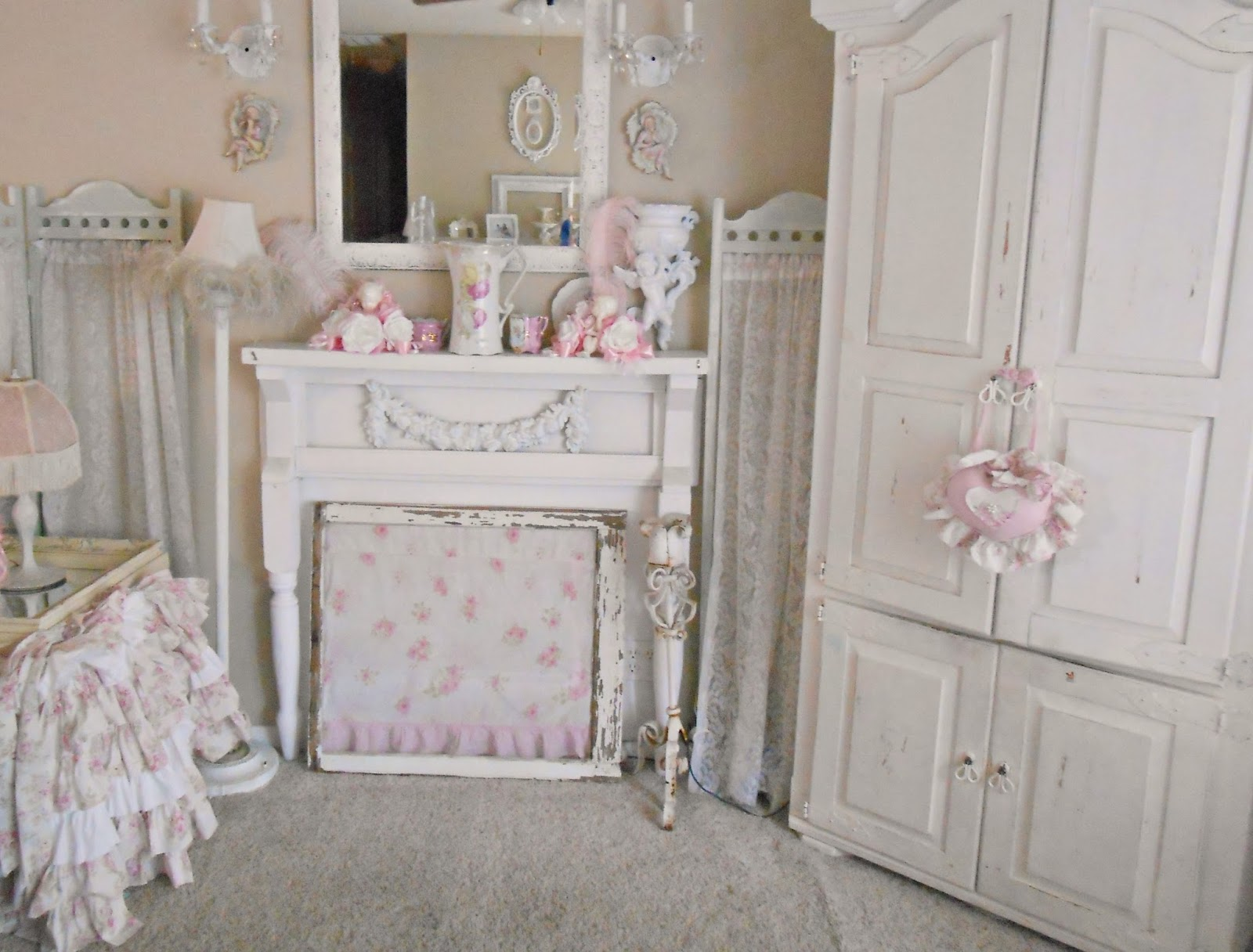 Olivia 39 s romantic home shabby chic living room for Photo shabby chic