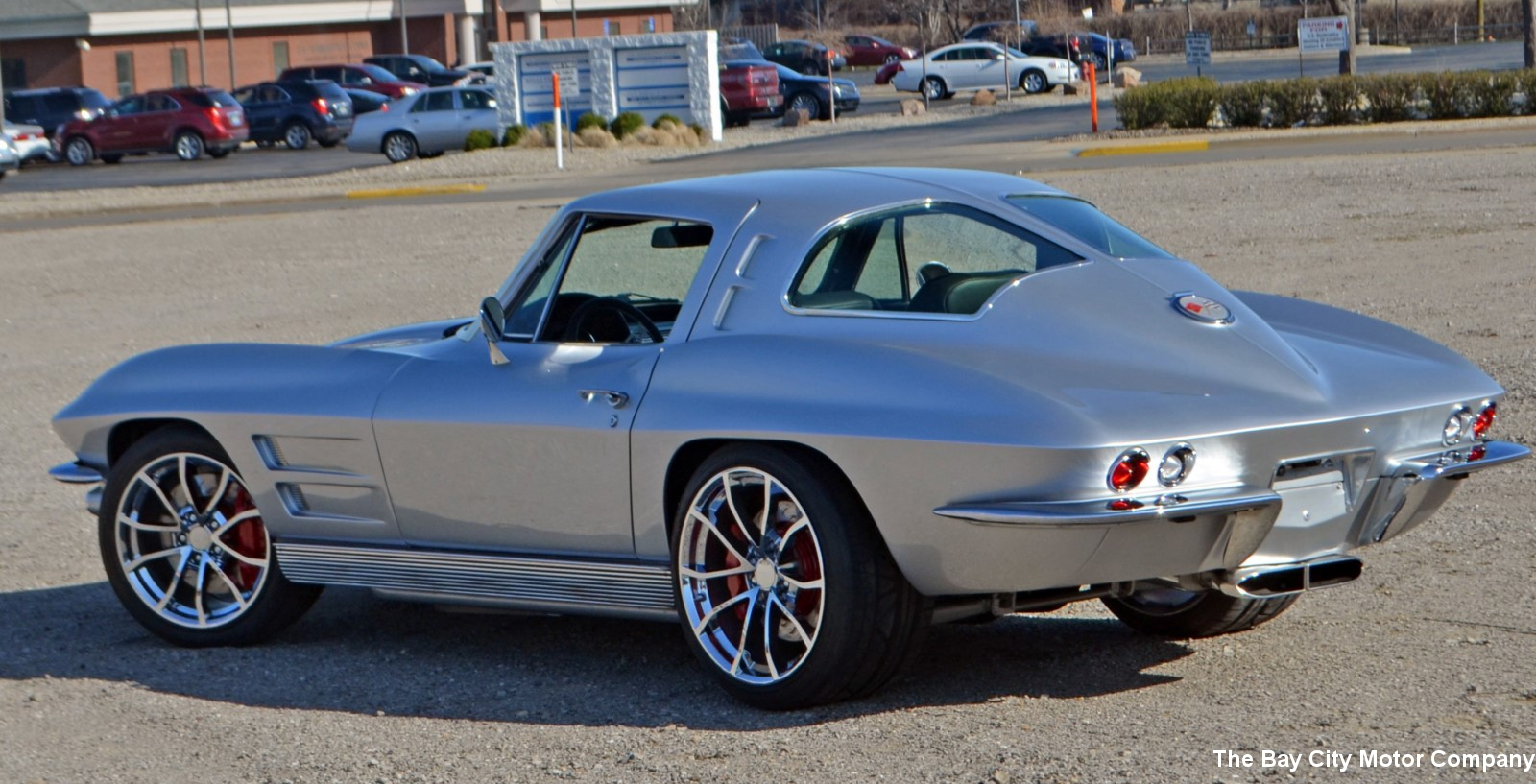 The only classic thing about this 1963 split window corvette restomod are the looks